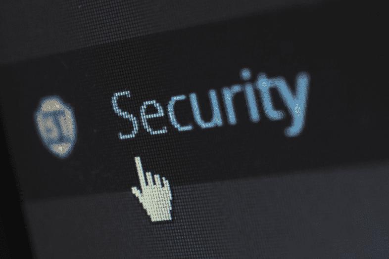 Passwortwechsel und Virenscanner bilden den Grundstock für sichere Systeme.